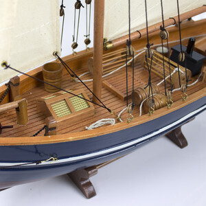 Model Boat - Gaff-Rigged Fishing Boat